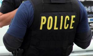 Αστυνομικός σταμάτησε αμάξι που έτρεχε και λίγο αργότερα έγινε ήρωας – Δείτε γιατί (video)