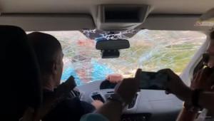 Τρομερό! Επιχειρηματίας έσπασε το αμάξι πελατών γιατί έφυγαν από το εστιατόριό του (video)
