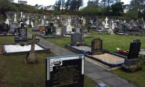 Έλεος - Ασυγκράτητο ζευγάρι το έκανε μέσα σε νεκροταφείο (video)