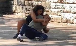 Επικό! Γυναίκα πλάκωσε τον σύντροφό της για να ξεκλειδώσει το κινητό του (photos+video)