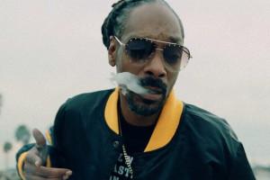 Αυτή είναι η καλύτερη δουλειά! Ο Snoop Dogg έχει προσλάβει υπάλληλο για να του στρίβει τσιγάρα με ΜΥΘΙΚΗ αμοιβή! (video)