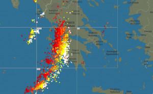 Live: Δείτε λεπτό προς λεπτό την πορεία των καταιγίδων και των ηλεκτρικών εκκενώσεων προς την Αττική...