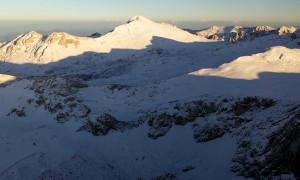 Μαγικές εικόνες! Στα «λευκά» ο Παρνασσός - Έπεσε το πρώτο χιόνι (video)