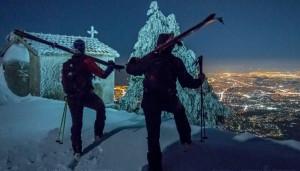 Ski Tour στη χιονισμένη Πεντέλη! Απίστευτες εικόνες με... φόντο τη νυχτερινή Αθήνα (photos)