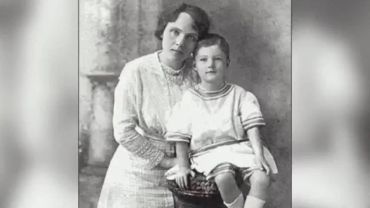 Της πήραν τον 4χρονο γιο της - 100 χρόνια μετά ο εγγονός της αποκαλύπτει τη σοκαριστική αλήθεια (vid+pics)