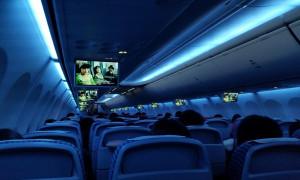 Εσύ ξέρεις γιατί χαμηλώνουν τα φώτα στην απογείωση και την προσγείωση αεροπλάνου; (photos)