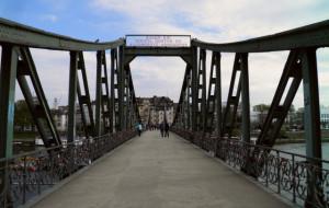 Η γέφυρα της Φρανκφούρτης που «μιλάει» αρχαία ελληνικά (photos)