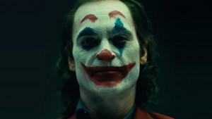 Σοκαριστικό: Ντύθηκε Joker και απείλησε να σκοτώσει κόσμο σε ζωντανή μετάδοση (videos)