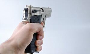 Τη λήστεψε με όπλο αλλά τον αναγνώρισε από τη φωνή - Απίστευτο αυτό που ακολούθησε (photos+video)