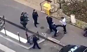 Εικόνες ΣΟΚ - Αστυνομικοί πλακώνουν στο ξύλο άτομα που δεν μένουν σπίτι τους (photos+videos)