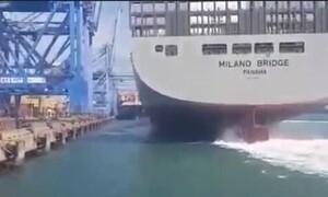 Τάνκερ πήγε να «δέσει» στο λιμάνι - Σοκάρουν οι εικόνες από αυτό που ακολούθησε (photos+video)