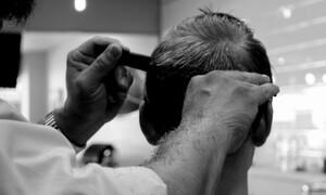 Υγειονομική «βόμβα» τα βαλιτσάκια των κομμωτών που πάνε στα σπίτια (video)