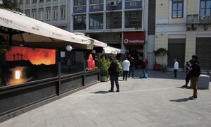 Κορονοϊός: Δείτε τι τρόπο βρήκε για να βγει έξω με απόσταση ασφαλείας (video)