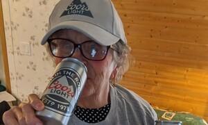 Γιαγιά 93 ετών ζητούσε επιτακτικά μπύρες - Τρομερό το δώρο που πήρε (photos+video)