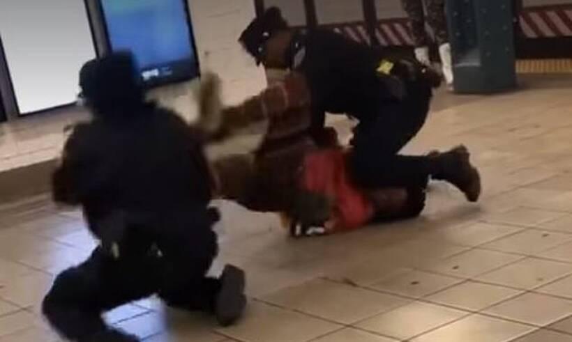 Αστυνομικοί προσπαθούν να συλλάβουν άστεγο - Απίστευτο αυτό που ακολούθησε (photos+video)
