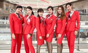 Αυτές θα είναι οι νέες στολές των αεροσυνοδών μεγάλης εταιρείας μετά τον κορονοϊό (photos)