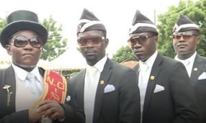 Coffin dance: Η ιστορία πίσω από το απόλυτο viral της καραντίνας (photos+videos)