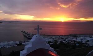 Αυτό είναι το χρυσό ηλιοβασίλεμα της Μυκόνου που έγινε viral (video)