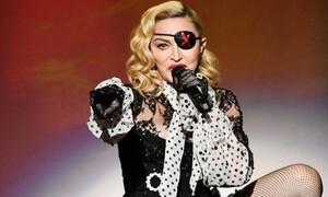 Η 61χρονη Madonna μόνο με τα εσώρουχα (photos)