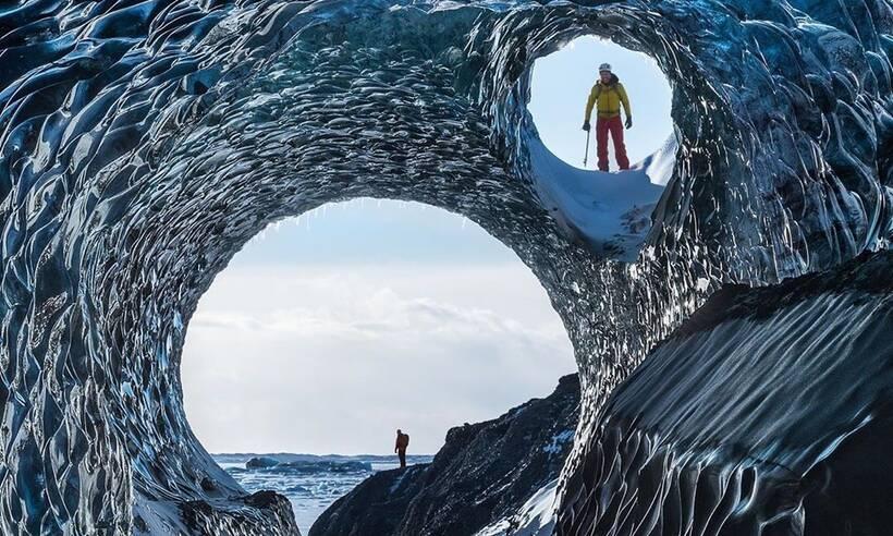 Μαγικές εικόνες! Όμορφα σπήλαια λάμπουν στον μεγαλύτερο παγετώνα της Ισλανδίας (photos)