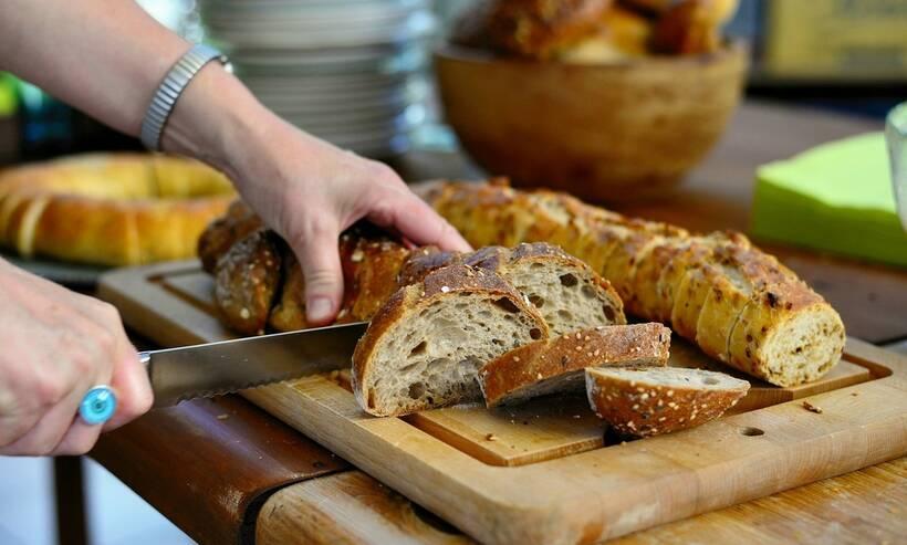 Εσείς σίγουρα κόβετε το ψωμί σας με τον σωστό τρόπο;