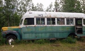 «Into the Wild»: Απομακρύνθηκε με ελικόπτερο το θρυλικό λεωφορείο (video)