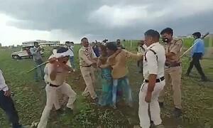 Ζευγάρι δέχεται άγριο ξύλο από αστυνομικούς γιατί ήθελε να αυτοκτονήσει (video)