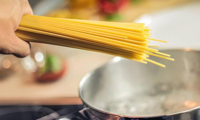 Αυτά είναι τα 5 λάθη που κάνουμε όταν μαγειρεύουμε μακαρόνια (photos)
