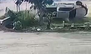 Σοκαριστικό τροχαίο - Σώθηκε από θαύμα ο οδηγός (video)