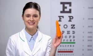 Εκφύλιση ωχράς κηλίδας: Ποιες τροφές ωφελούν και ποιες βλάπτουν την όραση (εικόνες)