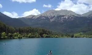 Βρίσκεται 2.5 ώρες μακριά απ' την Αθήνα και εκεί κάνεις... υδροποδήλατο (video)