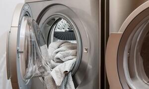 Άνοιξε το πλυντήριο και «πάγωσε» μ' αυτό που κρυβόταν μέσα (video)