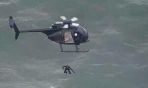 Έπεσε από ελικόπτερο χωρίς αλεξίπτωτο για να γράψει ιστορία (video)