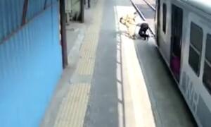 Αστυνομικός έσωσε 60χρονο από τρένο και μετά τον χαστούκισε (video)