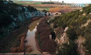 Το ειδυλλιακό τοπίο που θυμίζει Ήπειρο και Ζαγοροχώρια σε απόσταση αναπνοής από την Αθήνα