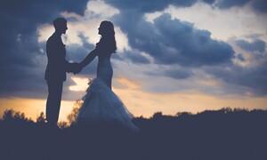 Ο πιο viral γάμος έγινε στην Ορεστιάδα: Δείτε τι πέταξαν στους νεόνυμφους αντί για ρύζι
