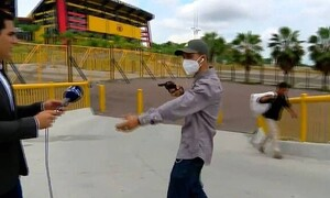 Απίστευτο βίντεο: Έκλεψαν σε ζωντανή μετάδοση δημοσιογράφο
