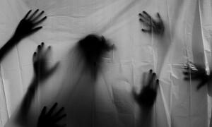 Ανατριχιαστικό: Γηροκομείο από την Κόλαση - Εσείς βλέπετε την τρομακτική φιγούρα;