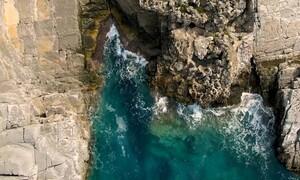 Καταφύγι: Η πιο «άγρια» παραλία της Ελλάδας (video)