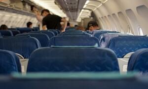 Απίστευτο: Δείτε πού στεγνώνει επιβάτης τα ρούχα του μέσα στο αεροπλάνο! (video)