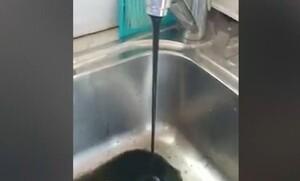 Μύκονος: Άνοιξαν τις βρύσες και έβγαζαν... λάσπη (video)