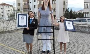 Ρουμέισα Γκελγκί: Αυτή η Τουρκάλα είναι η ψηλότερη γυναίκα στον κόσμο (video)
