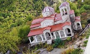 Ροπωτό: Το χωριό «φάντασμα» που βουλιάζει (video)